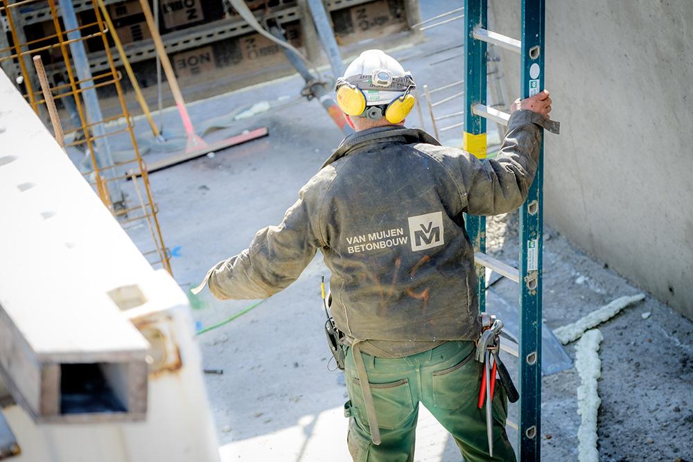 Van Muijen Betonbouw werknemer in de bouw