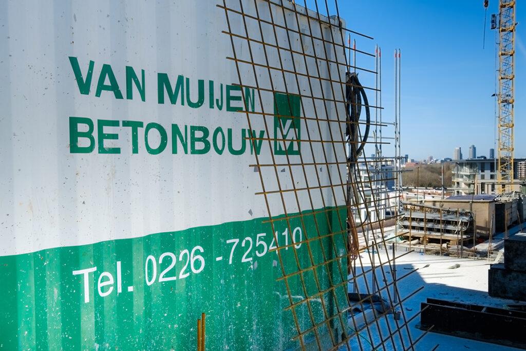 Van Muijen Betonbouw container op de bouwplaats